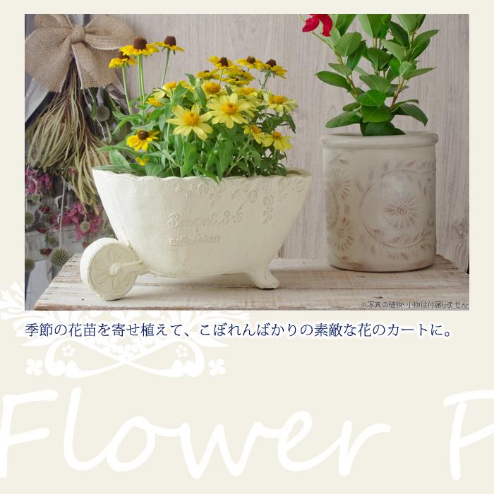 季節の花苗を寄せ植えて、こぼれんばかりの素敵な花のカートに。